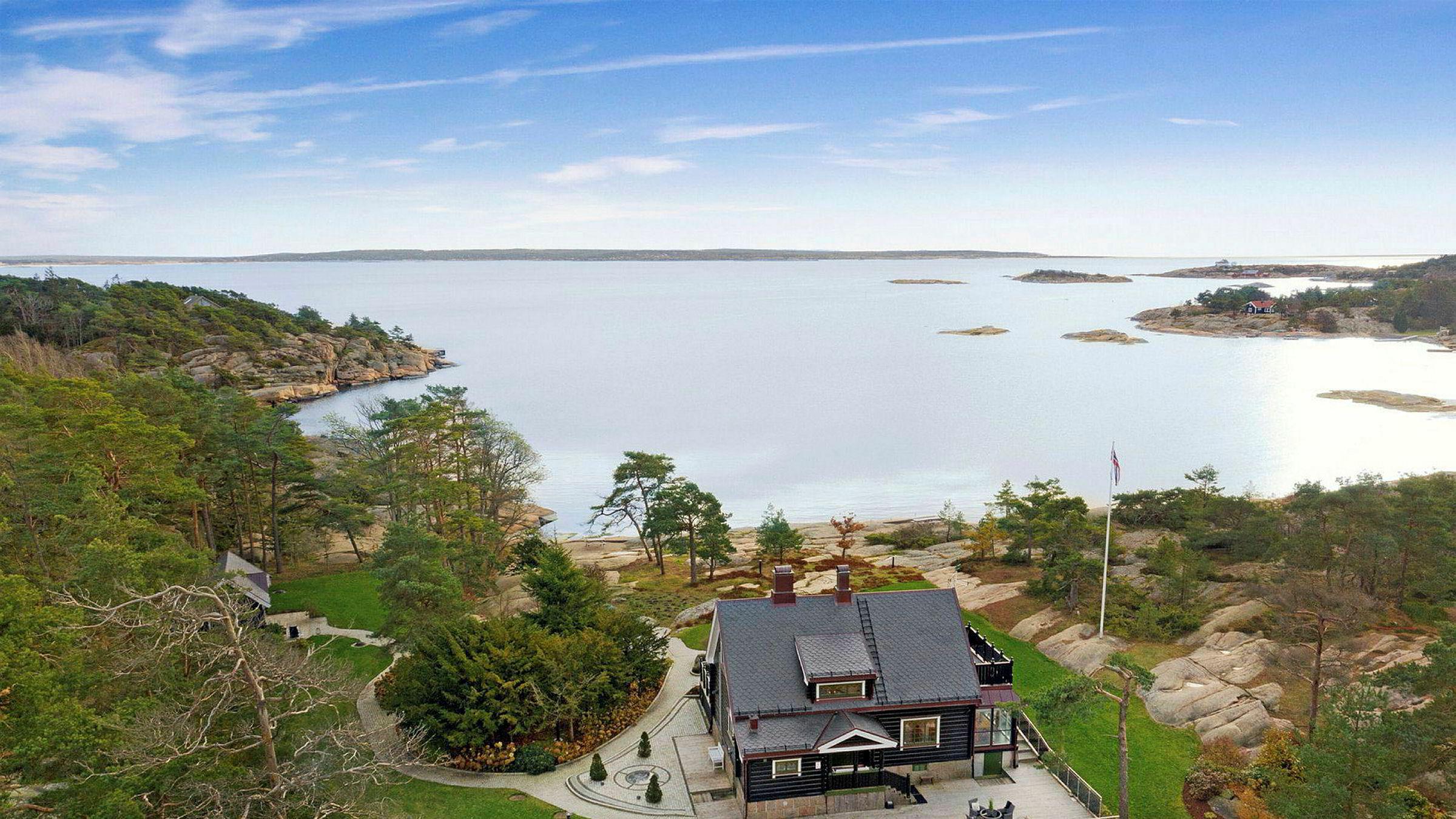 Tore Tidemandsens landsted med utsikt mot Hvaler, Vestfold og Strømtangen fyr, er solgt. Men prisen er foreløpig hemmelig.