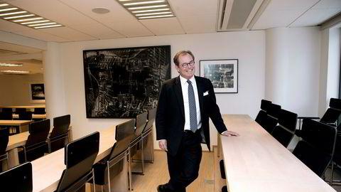 Konsernsjef Knut Brundtland i ABG Sundal Collier ser for seg at det i fremtiden vil være flere kvinner som har kapital og flere kvinnelige ledere, ergo flere kvinnelige kunder. Derfor er det viktig for ABG å skaffe seg flere kvinnelige ansatte, forteller han.