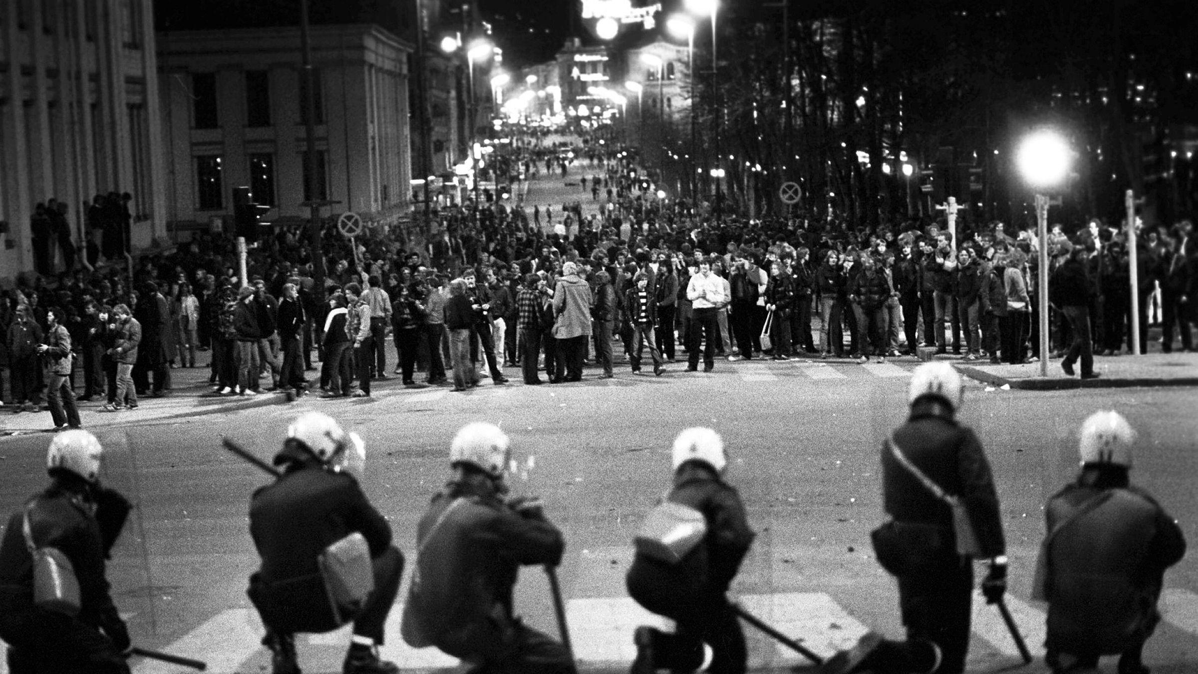 498c0088 Det største politioppbudet i Oslo siden frigjøringen hindret en  ungdomsmasse på 3000 mennesker å begå hærverk