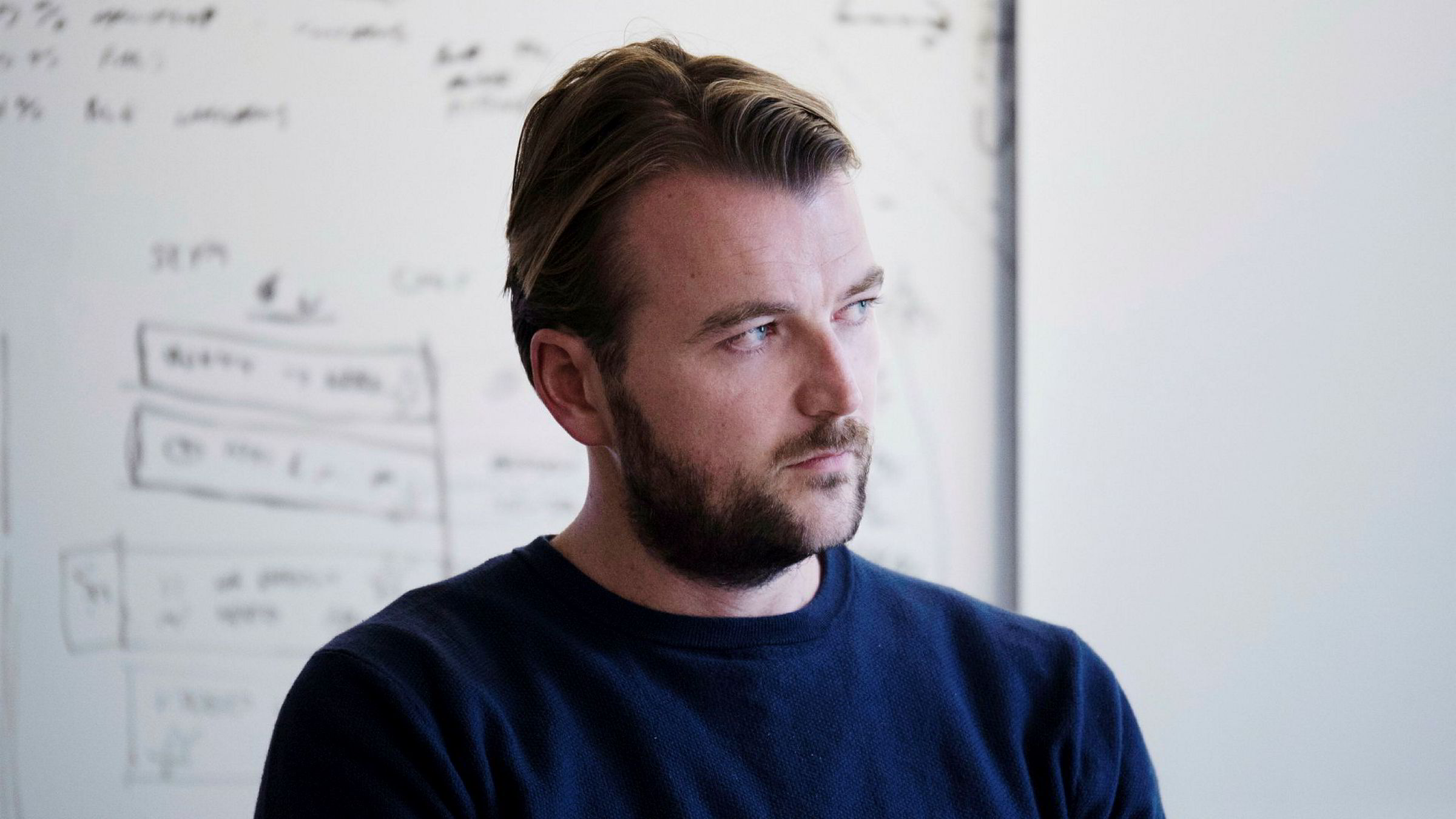 Karl-Axel Bauer, partner i Askeladden, mener regjeringen ikke har gjort nok for bedriftene som måtte stenge som følge av koronaviruset.