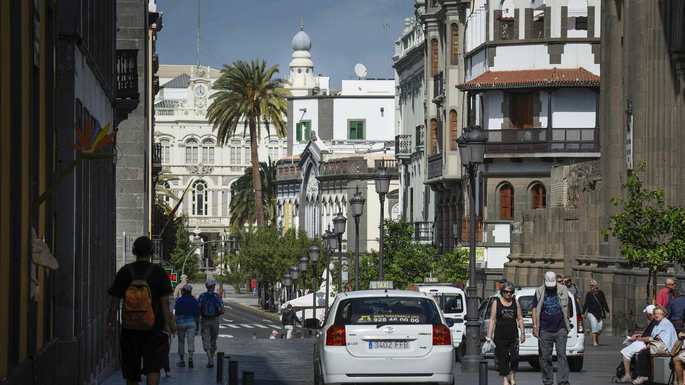 En nordmann mener seg svindlet da hun handlet nettbrett i en butikk på Gran Canaria, og krever erstatning fra banken. Her fra byen Las Palmas på Gran Canaria.