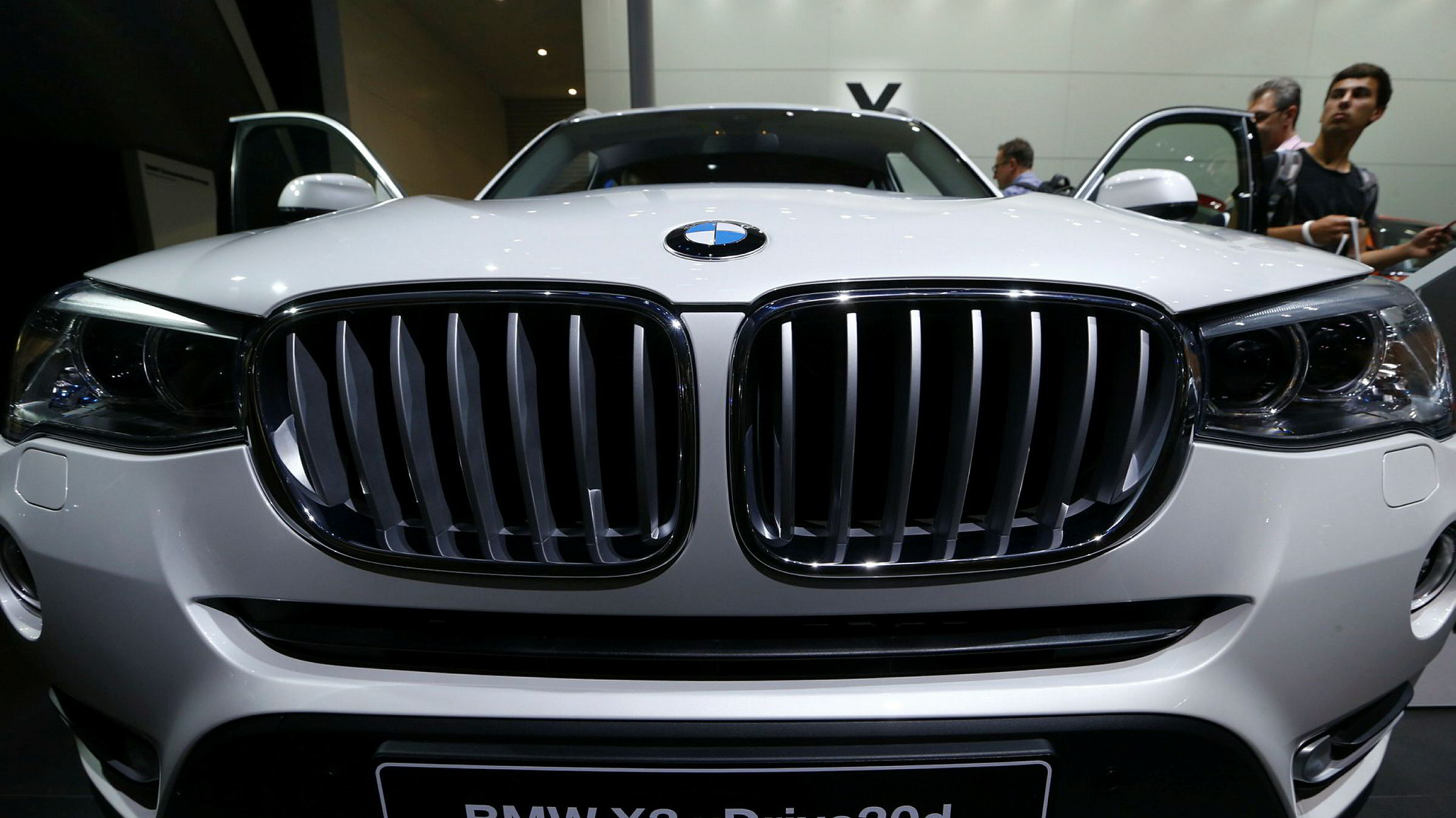 Europakommisjonen har gjennomført en razzia hos BMW.