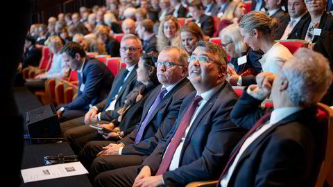 Equinor-sjef Eldar Sætre (til venstre) og olje- og energiminister Kjell-Børge Freiberg har begge et håp om at gass skal spille en rolle som bro fra kull til fornybar energi. Broen kan bli kort.