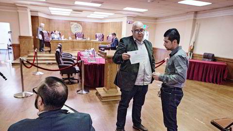 Eduardo De La Riva (midten) var borgermester i Maywood da de bestemte seg for å erklære seg som fristedsby, eller såkalt sanctuary city, for papirløse flyktninger. Etter at Donald Trump kom til makten, erklærte flere byer og kommuner rundt Los Angeles seg som fristedsbyer.