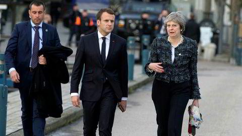 «Mulighetene for å bruke kraftfulle midler til europeisk utjevning – som blant andre Frankrikes president Emmanuel Macron ønsker – er betinget av viljen blant politikere og velgere i de rike landene til å sponse de fattige», skriver DNs kommentator. Bildet viser Storbritannias statsminister Theresa May i samtale med Macron i Göteborg fredag.