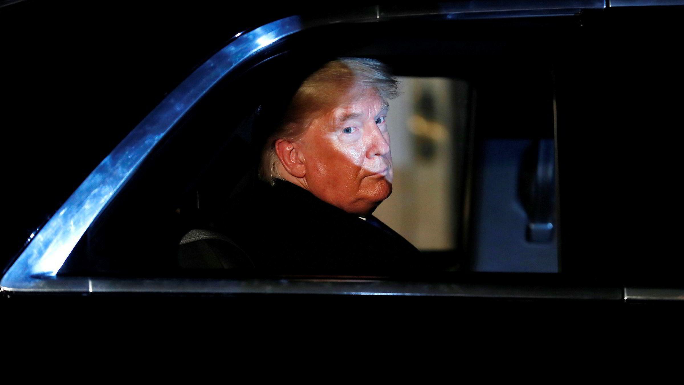 Diskré besøk. President Donald Trump forlater Downing Street 10 tirsdag kveld.
