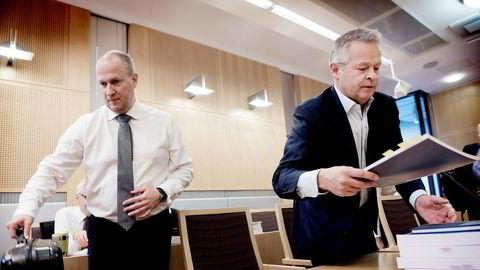 Endre Rangnes (til høyre) sammen med sin advokat Tore Lerheim i Oslo tingrett i forbindelse med saken mot Lindorff.