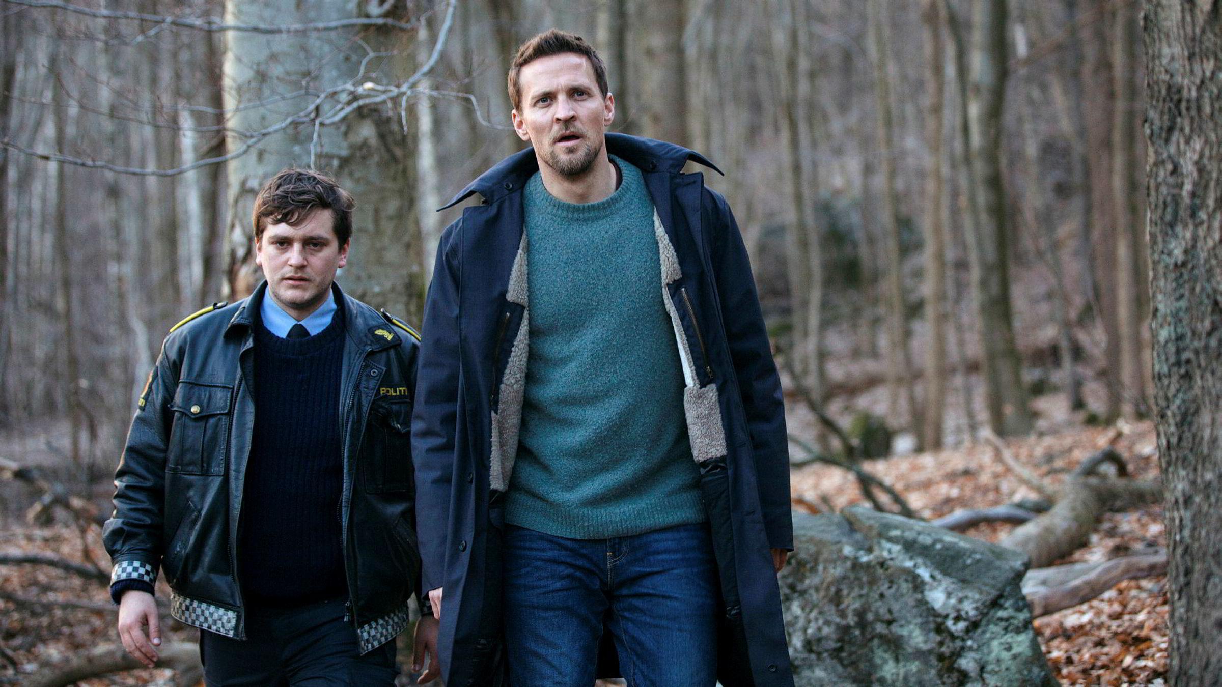 Den nye TV 2-serien «Grenseland», med Tobias Santelmann, til høyre, og Benjamin Helstad i hovedrollene, er sentrum for en rettighetskonflikt mellom norske Monster og Hollywood-produsent Herrick Entertainment.