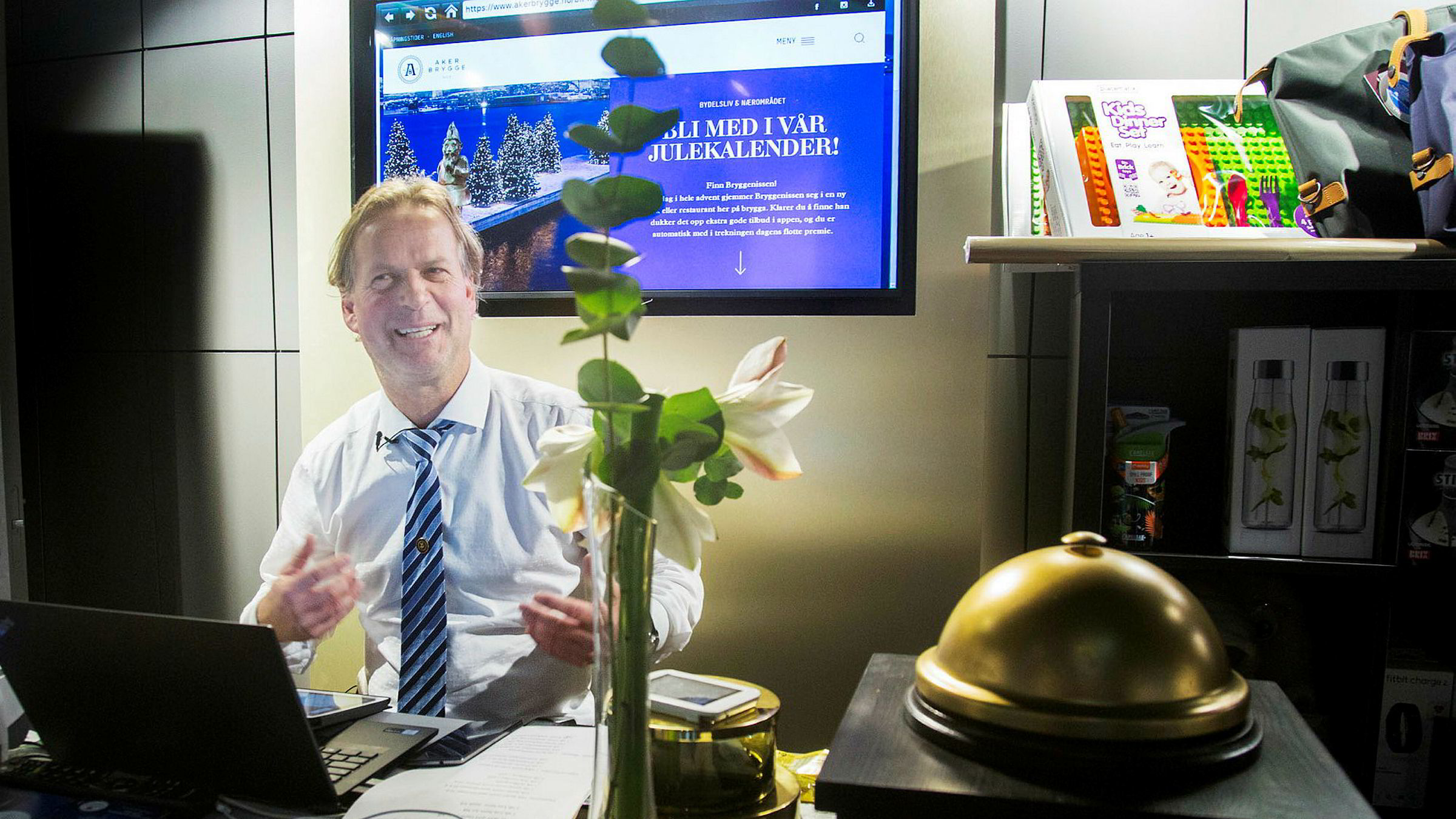Fra sitt kontor på Aker Brygge hjelper Arnfinn Fagermo folk med alle mulige typer problemer og utfordringer.