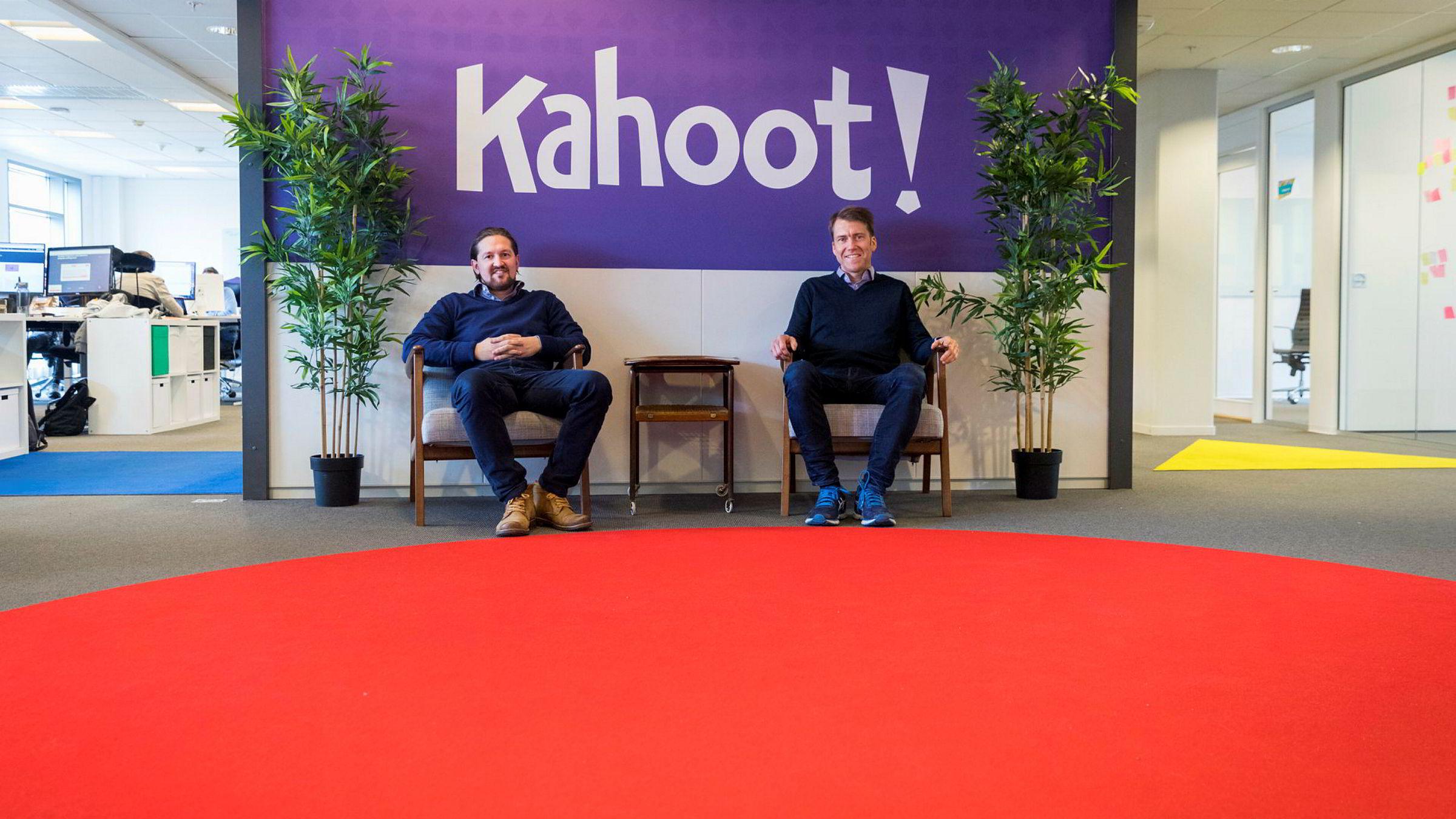 Åsmund Furuseth (t.v.) har ledet Kahoot i omtrent 18 måneder før – og tar nå over for Erik Harrell, som har ledet selskapet i 18 måneder tidligere.