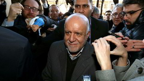 Irans oljeminister Bijan Namdar Zangeneh ankommer Opec-møtet i Wien.