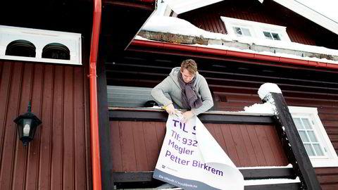 Eiendomsmegler Petter Birkrem opplever god etterspørsel fra fjellglade helgeturister. I fjor solgte han 123 hytter.