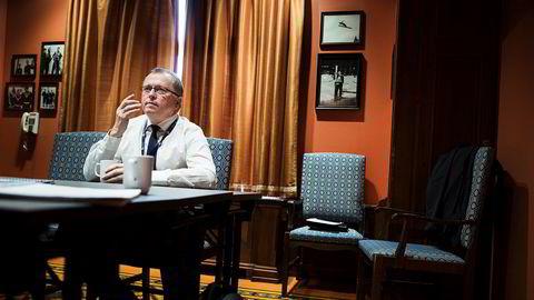 Statoils konsernsjef Eldar Sætre har ingen rett til å dele ut penger han ikke er forpliktet til å dele ut, sier forfatteren.