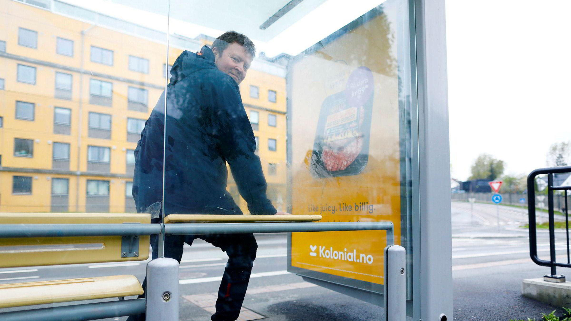 Markedsdirektør Jo-Øystein Slinde er fornøyd med at annonsørene velger mer utendørsreklame- og plakater. Foto: Gunnar Blöndal