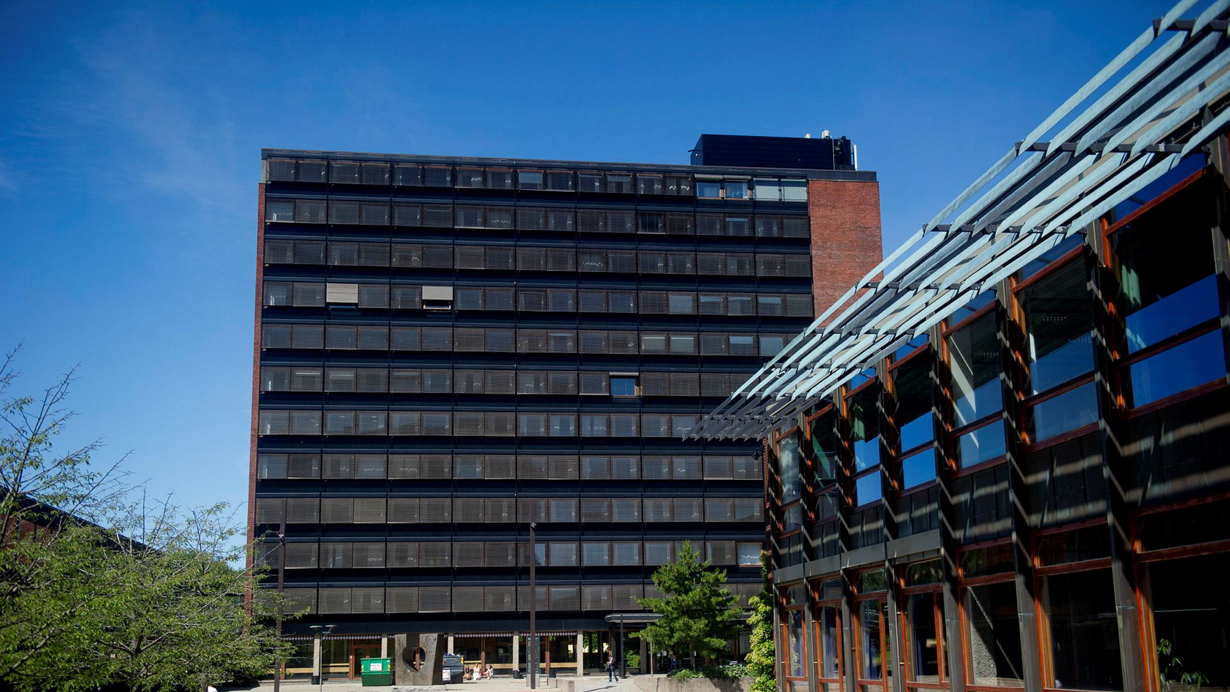 Universiteter og høgskoler avlyser nå i tur og orden utvekslingsprogram til land utenfor Europa. Universitetet i Oslo har avlyst all fysisk studentutveksling til høsten.
