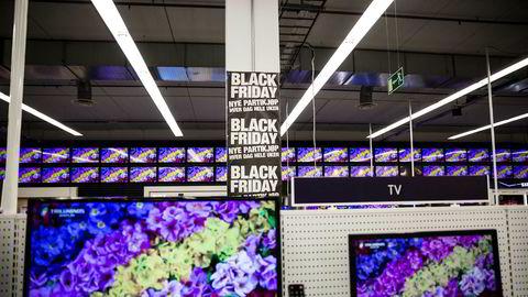 Av totalt 897 enkeltprodukter kom hver femte tv-modell på tilbud på Black Friday i fjor. Syv prosent av tv-ene gikk imidlertid opp i pris.
