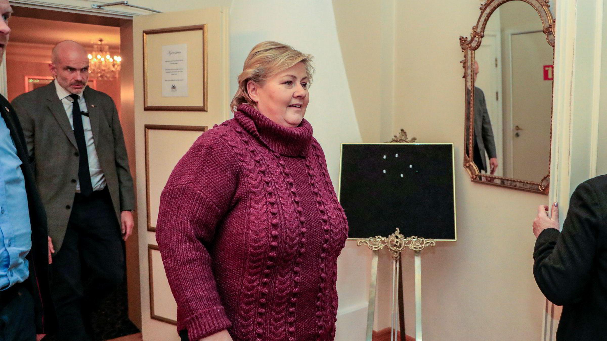 Statsminister Erna Solberg møtte pressen på Refsnes Gods torsdag kveld.