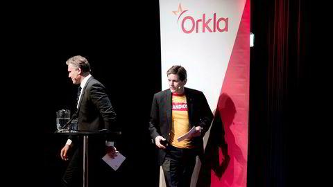 Etter et internt veddemål om veksten til markedslederen innen pizza, måtte Orklas konsernsjef Peter Ruzicka stille i Grandiosa-skjorte under fremleggingen av kvartalstallene torsdag. Til venstre går Jens Bjørn Staff, konserndirektør for økonomi og finans.