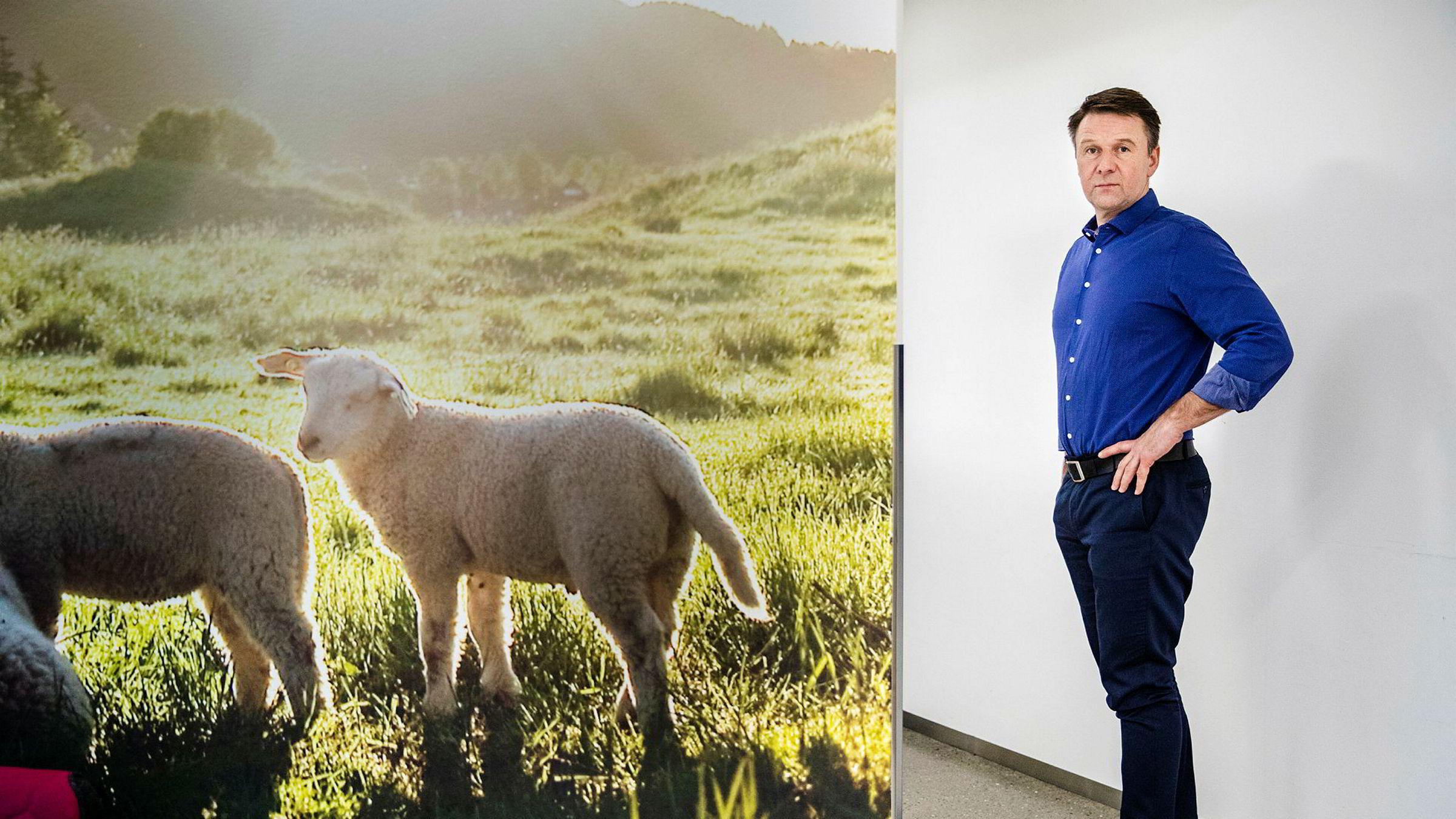 Bondelagsleder Lars Petter Bartnes mener salget av Reitan-gården burde vært stoppet