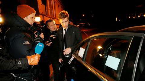 KrF-leder Knut Arild Hareide har kalt inn stortingsgruppen sin onsdag formiddag for å ta stilling til om også KrF skal bryte budsjettforhandlingene. Her forlater han statsministerboligen etter budsjettforhandlingene mandag kveld.