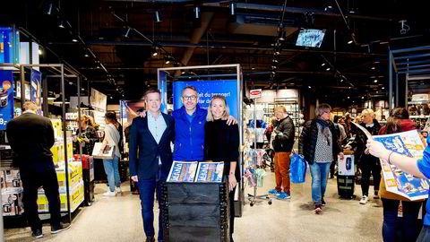 Camilla Hagen Sørli trår til som butikkmedarbeider i et forsøk på å få ny fart i jernvarekjeden Jernia, eid av Hagen-familiens selskap Canica. Her med styreleder Kjetil Wisløff (til venstre) og administrerende direktør Espen Karlsen.