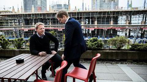 Administrerende direktør Eivind Helgaker i Ice (til venstre) jubler over veksttall, mens statssekretær Reynir Jóhannesson (Frp) er ekstrem fornøyd med investeringstakten av tjenester i det norske elektroniske kommunikajsonsmarkedet.