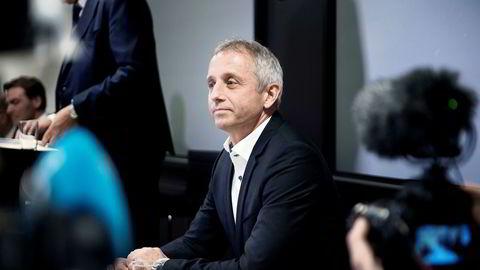 Tidligere Vimpelcom-sjef Jo Lunder krever erstatning tilsvarende en hundrelapp per nordmann etter at korrupsjonssaken mot ham ble henlagt.
