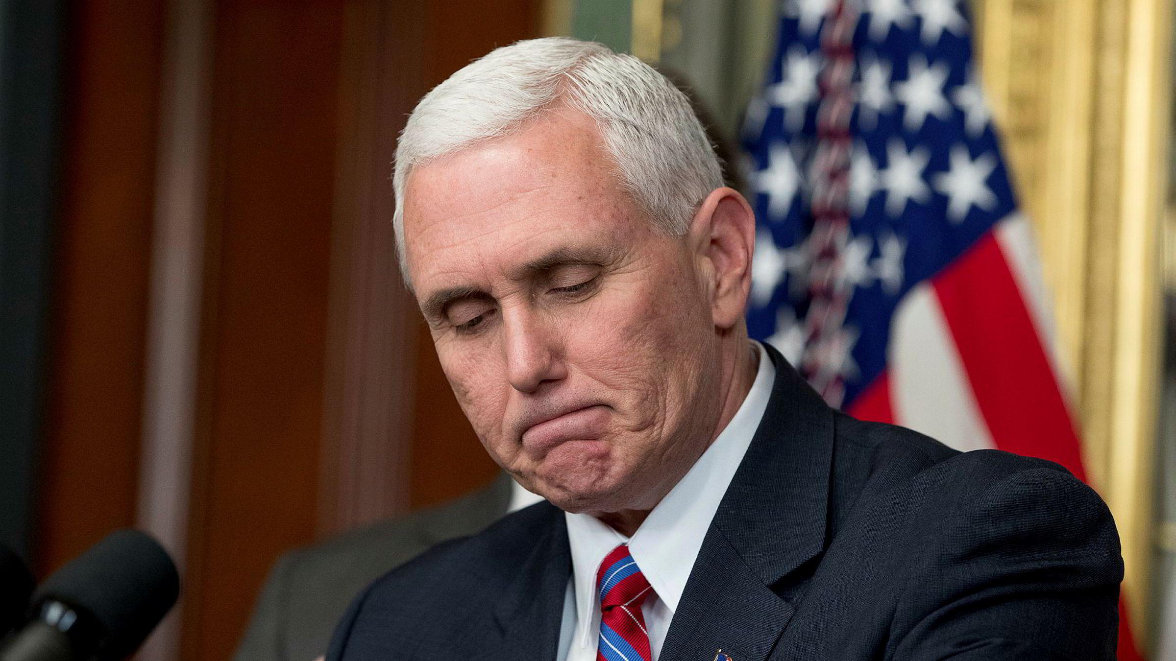 Mens han var guvernør i Indiana, skal Mike Pence ha brukt en privat epostkonto til å diskutere sensitive opplysninger.