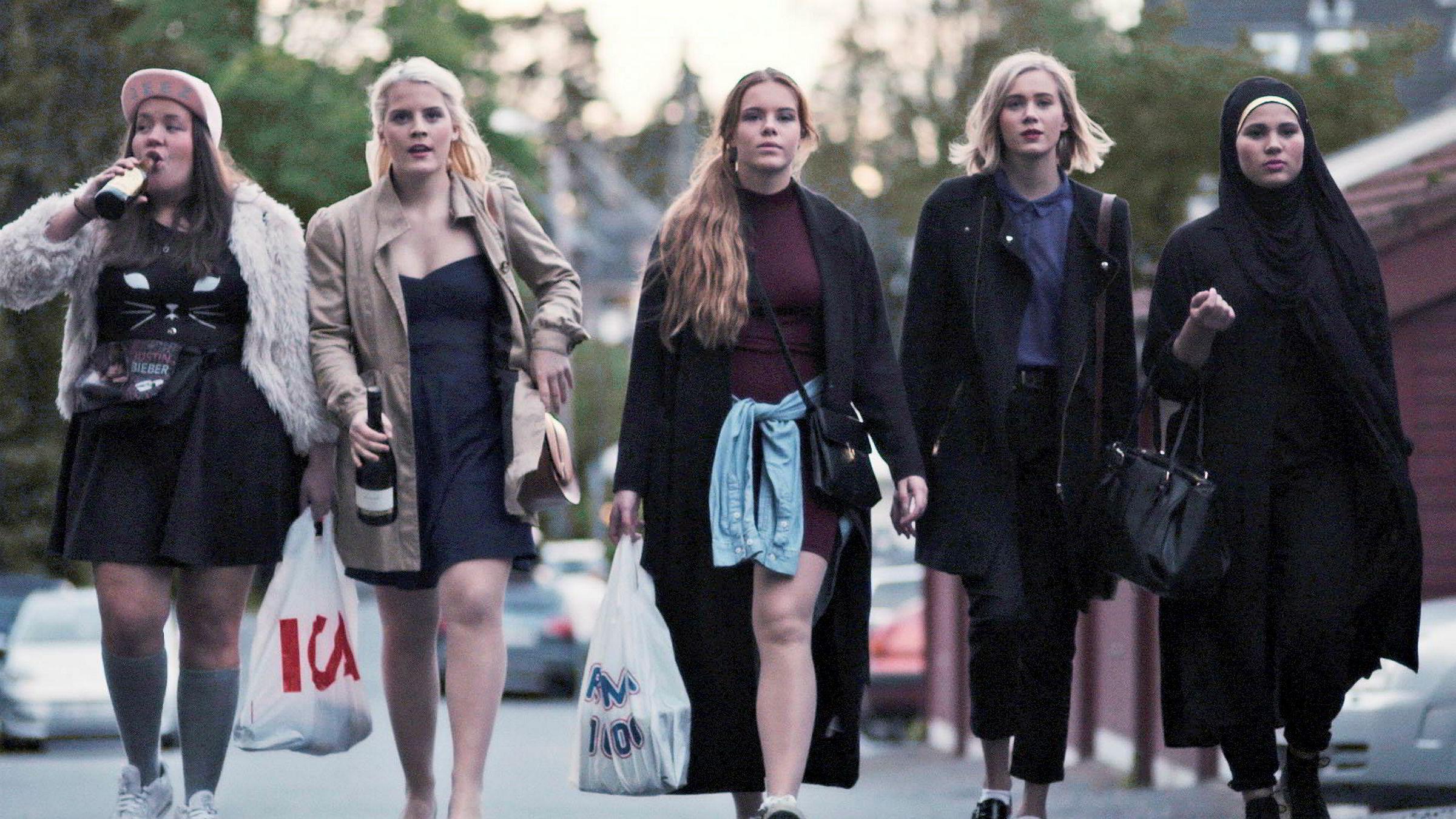 «Skam», her ved Chris (Ina Svenningsdal), Vilde (Ulrikke Falch), Eva (Lisa Teige), Noora (Josefine Frida Pettersen) og Sana (Iman Meskini), blir snart å se i amerikansk format på Facebooks nye streamingtjeneste.