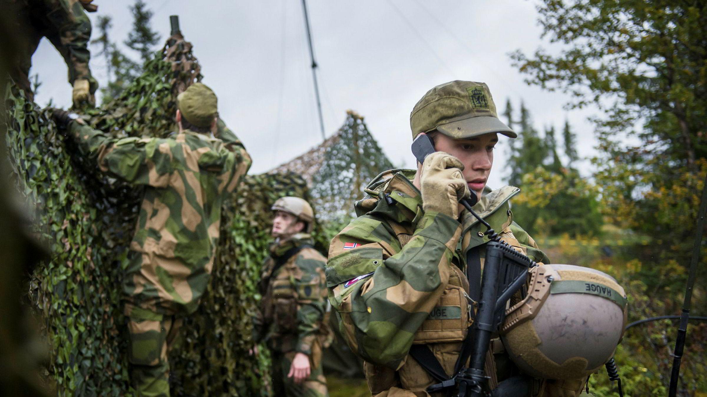Norge bør i skarpe situasjoner ha full nasjonal kontroll på de viktigste kommunikasjonsveiene.
