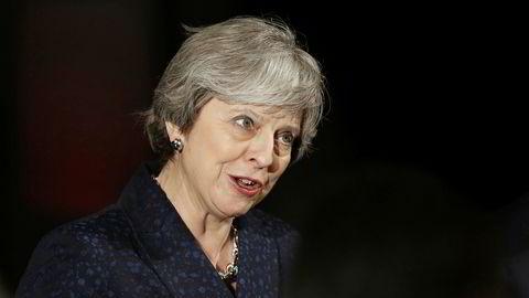 Storbritannias statsminister Theresa May får ikke besøk av USAs president med det første, men møter ham i Davos.
