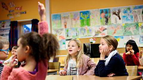 Lærere er negative til at barn i småskolen vurderer egen trivsel med smile- og surefjes.