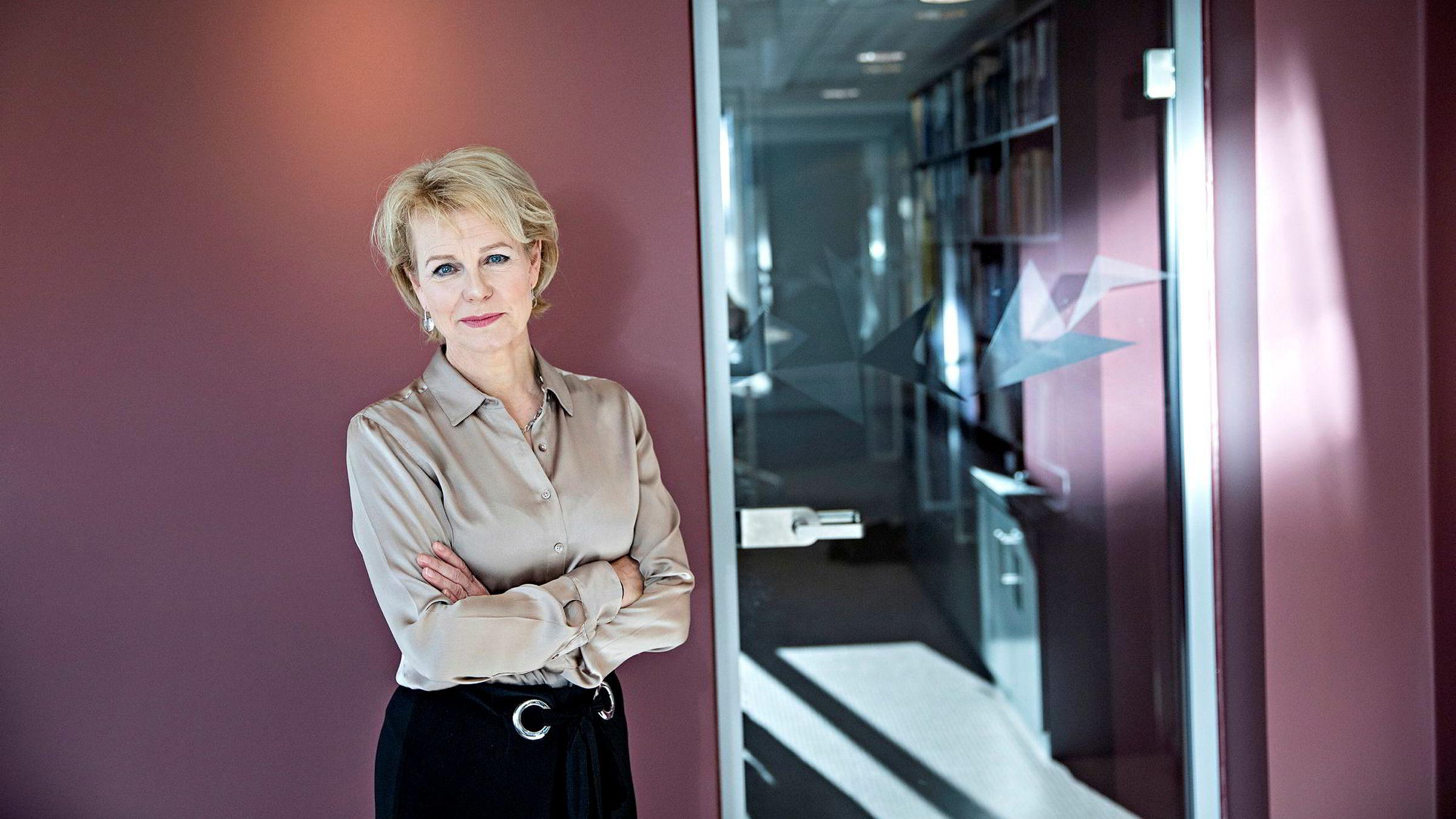 – For enkelte firmaer kan dette bety færre tilfeller av dobbeltrepresentasjon, sier Merete Smith, generalsekretær i Advokatforeningen om den nye advokatetiske anbefalingen foreningen nå har sendt landets største advokatfirmaer.
