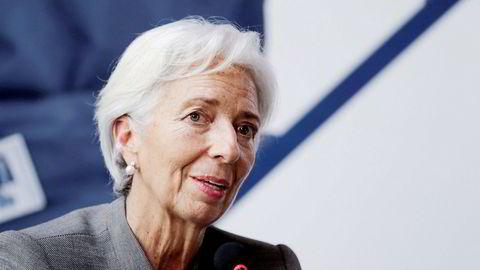 IMFs toppsjef Christine Lagarde advarer mot å avskrive digitale valutaer. Pengeoverføringer kan skje raskt og billig – på tvers av landegrensene – i løpet av timer og ikke dager. Hun mener myndigheter og finansinstitusjoner må bygge opp mer kompetanse.