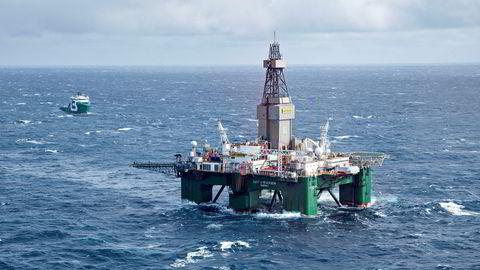 Nordsjøoljen Brent har steget fra 50 dollar fatet til over 56 dollar fatet siden slutten august. Her fra Altafunnet i Barentshavet der boreriggen Leiv Eriksson driver avgrensingsboring.