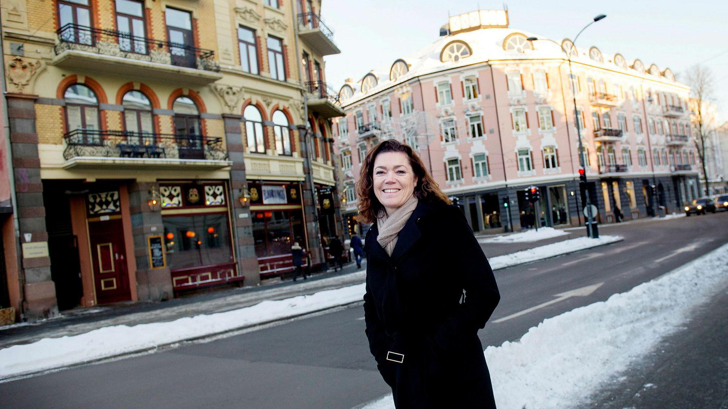 NHO-sjef Kristin Skogen Lund synes det er en god idé å belønne arbeidstagere som får barn med 25.000 kroner ekstra.