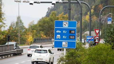 Det er her på Mosseveien i Oslo syklisten insisterer på å sykle i veibanen, selv om det er anlagt gang og sykkelsti.