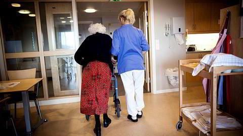 Syv ganger har man observert en sykepleier i hjemmehjelpen. Ingen observasjoner er utført på sykehjem, skriver Eric Nævdal om datagrunnlaget for Akson-analysen. Illustrasjonsfoto.