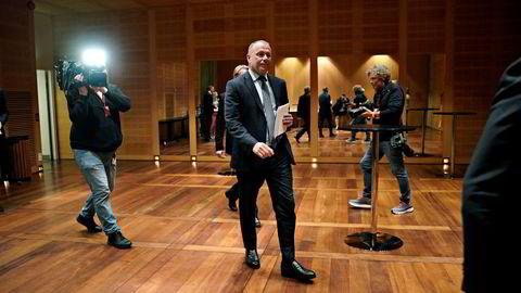 Påtroppende oljefondssjef Nicolai Tangen annonserte mandag kveld at han selger eierandelene i eget hedgefond slik at det ikke kan stilles spørsmål om mulige interessekonflikter.