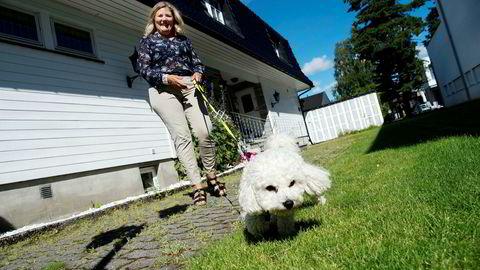 Elin Kvaal og hunden Pia venter på det nye pensjonsspareproduktet med skattefradrag som kommer på markedet i høst.