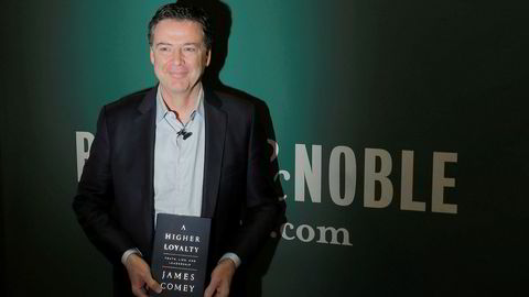 Tidligere FBI-sjef James Comey med boken «A Higher Loyalty».