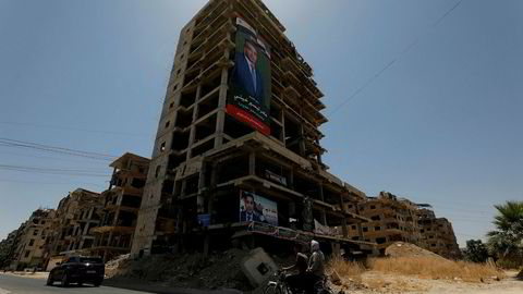 Minst syv soldater ble såret i et rakettangrep mål utenfor Syrias hovedstad Damaskus mandag kveld, ifølge en militærkilde. Kilden hevder at Israel sto bak.