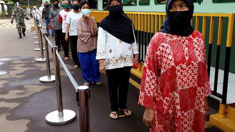 I Indonesia er det utplassert automatiske risbanker hvor fattige kan få hente gratis ris under koronapandemien.