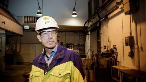 Elkem vil hente rundt fem milliarder kroner i forbindelse med den planlagte børsnoteringen av selskapet. Avbildet er konsernsjef Helge Aasen i Elkem.