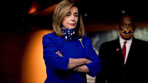 Nancy Pelosi, demokratenes leder i Representantens hus, har startet forhandlinger med Det hvite hus om en ny krisepakke for koronatiltak.