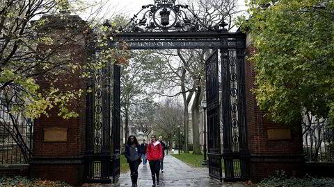 Det amerikanske justisdepartementet saksøker universitetet Yale for å diskriminere hvite og asiater i sin inntaksprosess.