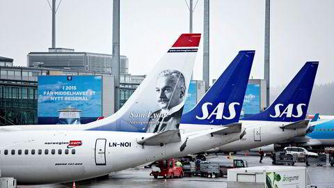 SAS og Norwegian konkurrerte frem til pandemien på en måte som er gunstig for flypassasjererene, konkluderer Konkurransetilsynet ut fra data for 12 av de største flyrutene i Norge siden 2011.