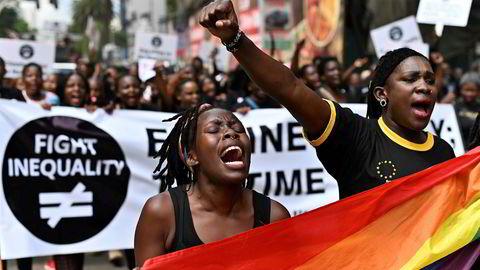 Kenyanske kvinner markerte Den internasjonale dagen for utslettelse av fattigdom i helgen. Verdens 22 rikeste menn har en større formue enn alle kvinner i Afrika.