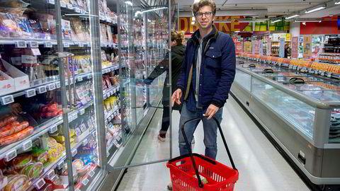 Ferdinand Mohn er trebarnsfar og velger ofte kjedenes egne merker fremfor de mest kjente merkevarene. – Jeg føler at jeg får mer for pengene, sier han.