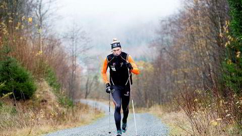 Vebjørn Hegdal blir omtalt som et av de største norske langrennstalentene de siste årene. Her trener han ti elghufsdrag på fire minutter i bakker i Kvelde, nord for Larvik.
